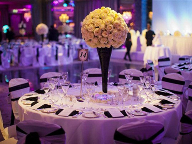 Table-setting-Evening-Outdoor-Indian-Wedding-Decorations-with-Comfortable-Venue